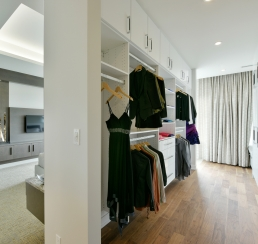 Landsdowne Penthouse Walk In Closet