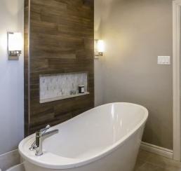 Bathtub with crop ceilling