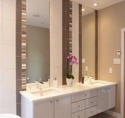 Des Cornouilliers Master Bathroom