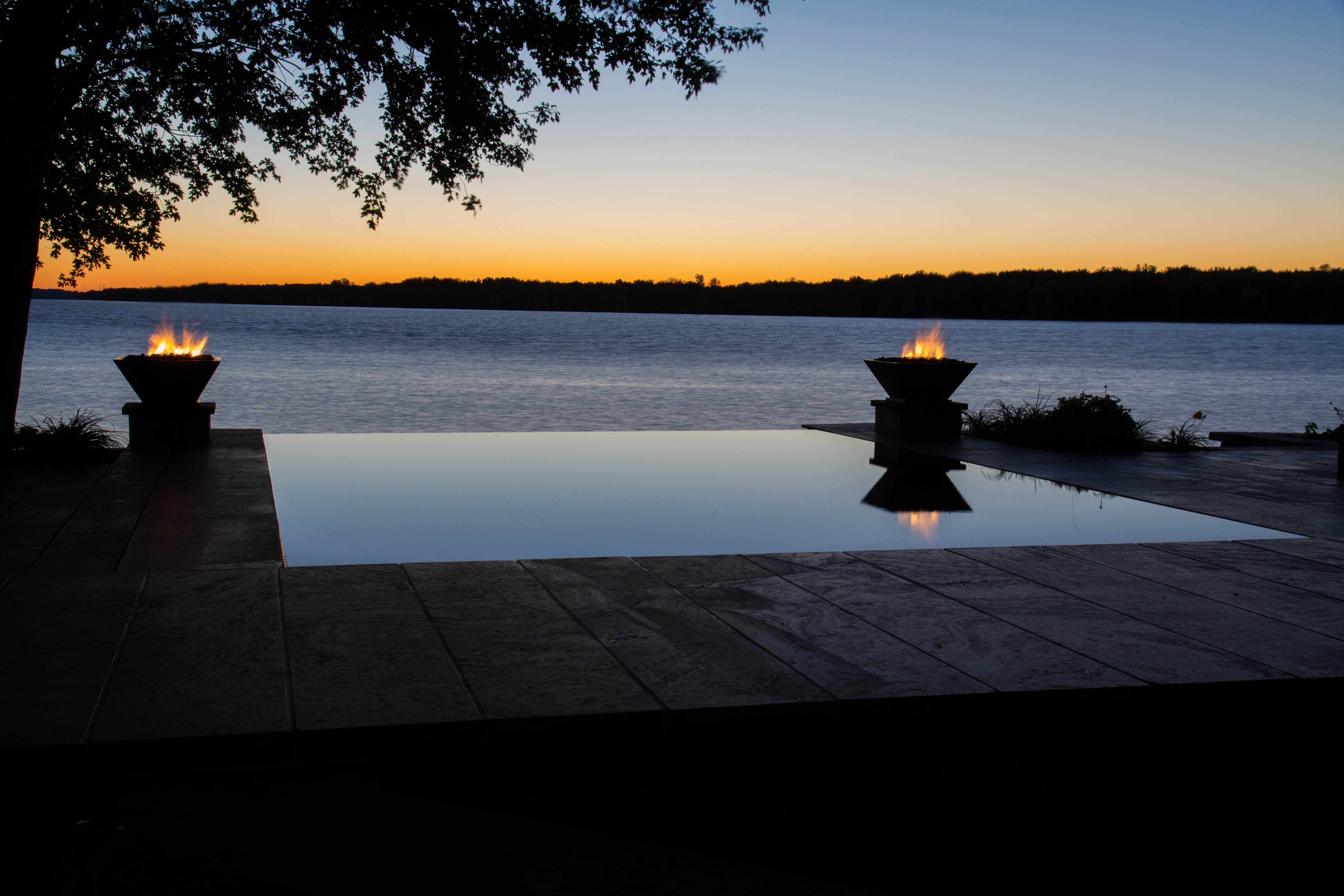 Night Landscape / Infinity Pool